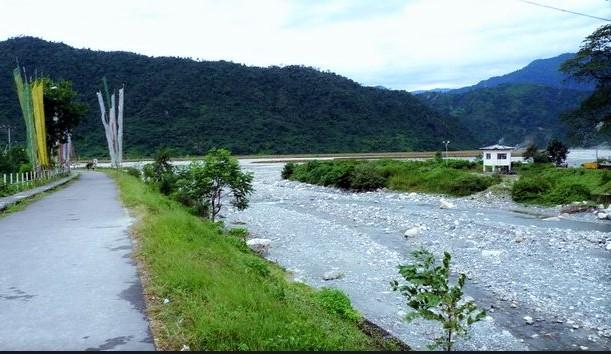 toorsa river in phuentsholing