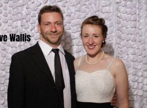 Steve wallis and his wife Jessica wedding photo
